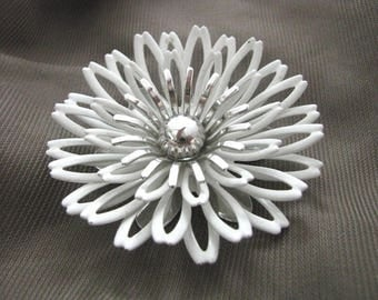 Vintage White Petals enamel flower pin w/silver center by Sarah Coventry
