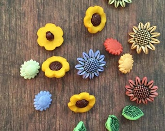 SALE Sunflower Buttons, Packaged Novelty Buttons, Style 4185, Sunflower and Leaf Shank Back Buttons, Sewing, Crafting Buttons