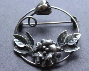 English Sterling Silver Circle Flower Pin