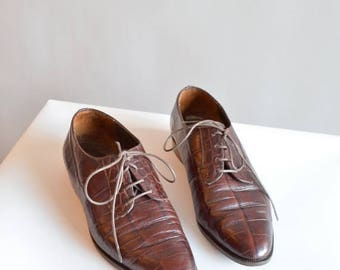 25% off Storewide // Vintage 1990s made in ITALY leather loafers / 7