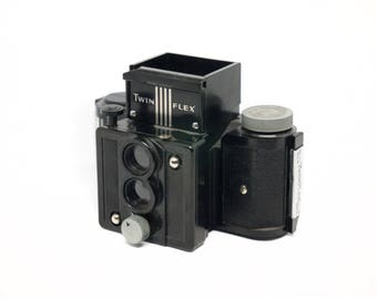 Univex Twinflex compact TLR camera, uses #00 Univex film
