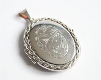 Vintage silver locket. Sterling silver locket. Oval locket. Vintage jewellery