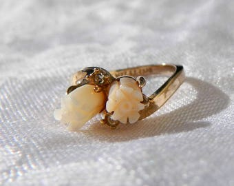 Vintage 14K Gold Plated Carved Angel Skin Coral Ring - Curved Band - Tulip Flower - Wedding Ring - Size 6 - Signed ESPO - Gorgeous