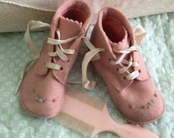 Pink baby shoe, wool felt moccasin, vintage, embroidered toes