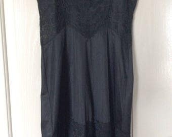 Vtg full slip profuse black lace vanity fair nylon