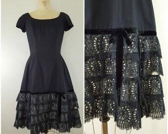 Vintage 1950s Dress / Black Evening Dress / Black Lace / Cocktail Dress / Fancy Dress / Medium