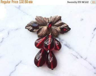 SUMMER SALE Beautiful Vintage Art Deco Red Glass Fur Dress Clip with Grape Leaf Design