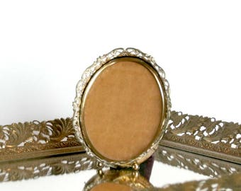 Vintage Picture Frame, Oval Photo Frame, Small Metal Frame, Table or Wall, Gold Filigree