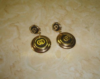 vintage clip on earrings goldtone black lucite dangles