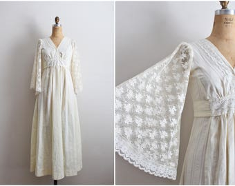 70s Angel Sleeve Dress / 1970s Ivory Cotton Lace Boho Bridal / Wedding Maxi Dress / Wedding Dress / Bohemian Wedding Dress / Size S/M