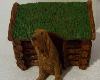 Sandicast USA Barkitecture Bloodhound & Log Cabin Dog House Statue in Box