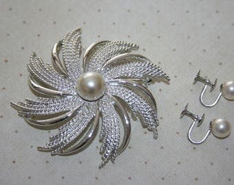 Vintage Silver Tone and Faux Pearl Brooch Pin and Screw Back Earrings