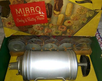 Very Early Vintage Mirro Cookie Press Cooky and Pastry Press With Original Box and Booklet Black Handle 1940s 1950s