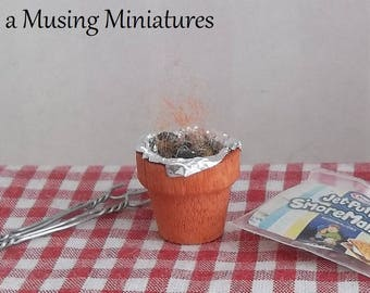 NEW Lit Effect Terra Cotta Fire Pot in 1:12 Scale for Dollhouse Miniature Beach BBQ or Picnic Diorama