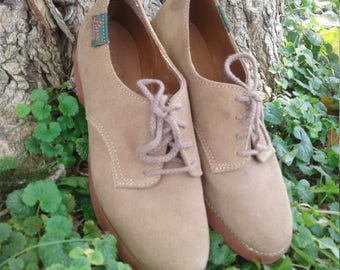 Womens size 6 Tan suede Oxford Lace Ups