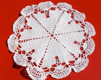 40s Handcrafted White Cotton Centerpiece Doily Fan & Star Pattern