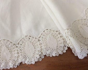 Vintage LINEN and LACE Round Table Cloth