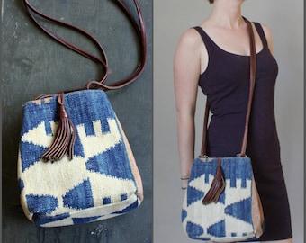 Vintage Kilim Woven Carpet Bag Leather Purse w/ Tassel Southwestern Boho Shoulder Bag Bucket Bag Crossbody Geometric Vintage Leather Satchel