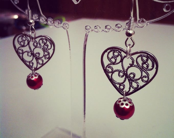 Earrings hearts perforated with red beads