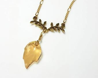 Gold Swarovski Crystal Leaf Pendant Necklace Bridesmaid Necklace Bridal Wedding Necklace Sparkling Elegant Minimalist Crystal Jewelry