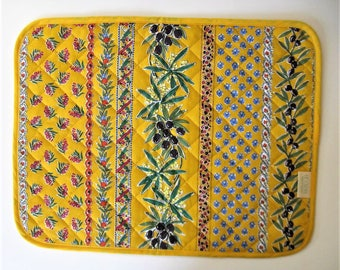 """Set of 8 vintage French Country reversible quilted Placemats, blue and yellow, table linens, Pierre Deux style, 17 1/2"""" x 14"""", gift idea"""
