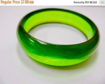 ON SALE Vintage Green Lucite Bangle Bracelet Item K # 438