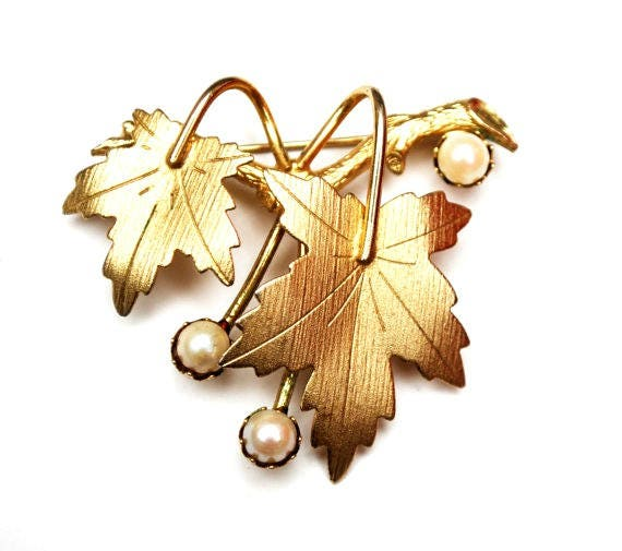 Sara Coventry  Leaf Brooch - gold and cultured White pearl -  Maple  leaf pin