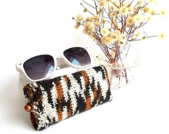 SALE - 25% Off! Glasses Case, Reading Glasses Cozy, Eyeglasses or Sunglasses Holder. Knitted Glasses Case in Brown, Black and White.