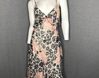 DIANE VON FURSTENBERG Beaded Detail Dress Size: 6