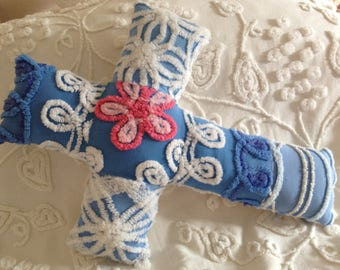 NEW...Pillow Vintage Hofmann and Morgan Jones Blue and White with Pink Flower Chenille Cross...16 x 22""