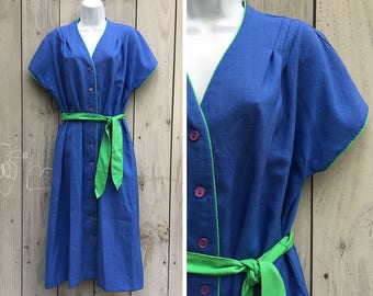 Vintage dress | 1980s Gayle Evans linen-like textured blue shirt dress with green piping and sash