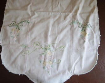 Daisy-Embroidered Dresser Scarf with Crocheted Edge