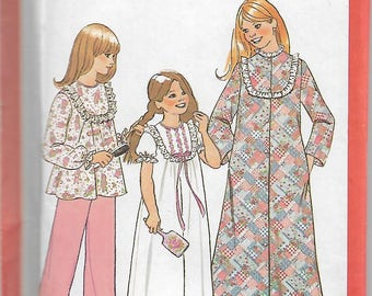 Vintage Simplicity 7202 Size 10 Girls' Robe, Nightgown and Pajamas Sewing Pattern 1977 Uncut
