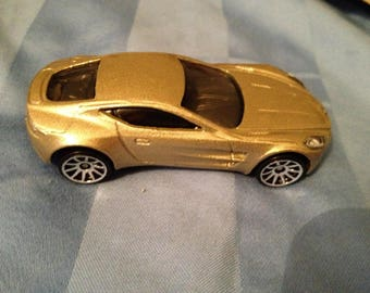 Hot Wheels Aston Martin One-77    (box 2)