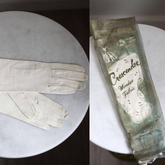 1960s white leather gloves // cocktail gloves // vintage gloves