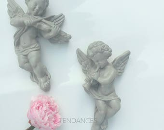 2 Angels playing music in taupe color plaster 25 x 19 cm