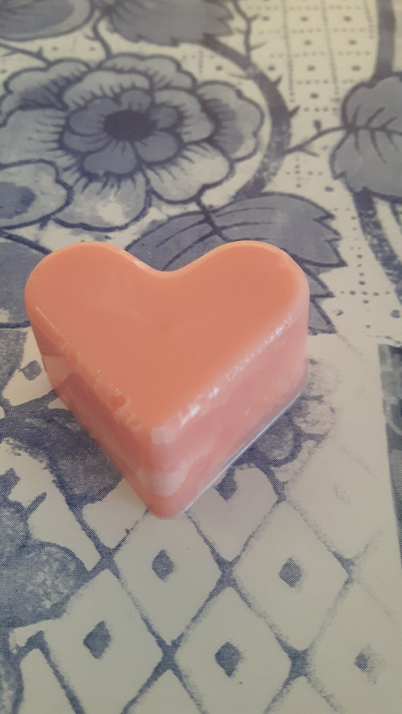 Rhubarb and blackberry wax melts.  Vegan eco friendly soy wax melts.  Hand poured scented soy wax melts for oil burners.  Made in Wales