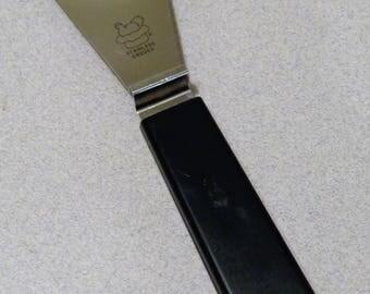Pampered Chef Clip n Spread Vintage Spreader Black handle Hen Rooster Sweden