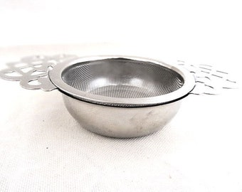 Wire MeshTea Strainer with Drip Cup