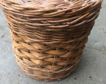 Basket, basket with lid, Woven basket, vintage basket, organization, storage, farmhouse, B008