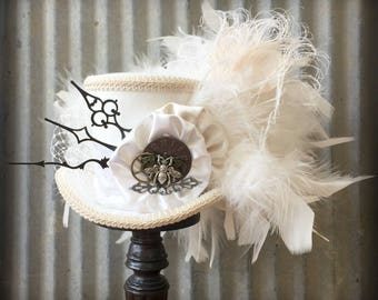 Mini Top hat, Off white Bridal Mini Top Hat, Steampunk Wedding, Alice in Wonderland, Tea Party, Mad Hatter, Bridal Shower, Queen Bee Brooch