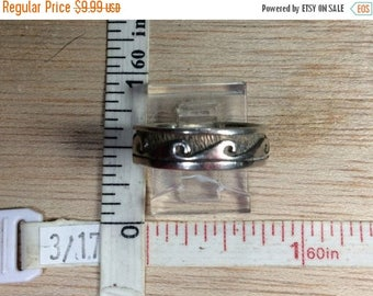 10% OFF 3 day sale Vintage 925 Sterling Silver 3.1g Wave Design Band Ring Size 7 Notched Used