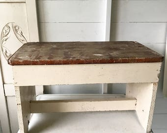A pretty vintage French bench stool