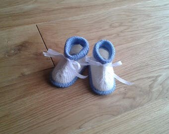 """""""Chuck"""" blue and white 0-3 month baby booties"""