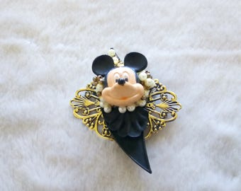 Disney Mickey Mouse brooch  , vintage Disney mickey head faux pearl brooch pin