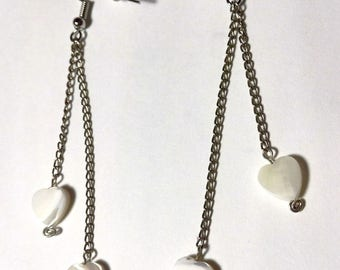 Earrings with two mother of pearl hearts