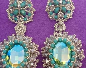 Dangling victorian earrings