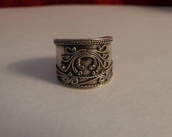 Sterling Silver Scroll Design Wide Band Ring - size 9 1/2