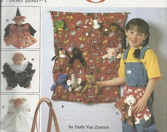 """SALES EVENT Simplicity 7695   Tote Organizers, Apron, Sleeping Bag, Cloths for 9"""" Bean Bag Animal    Uncut"""