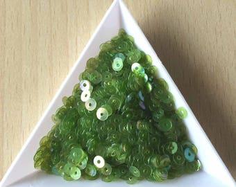 Glitter medium 4 mm iridescent chartreuse in bulk